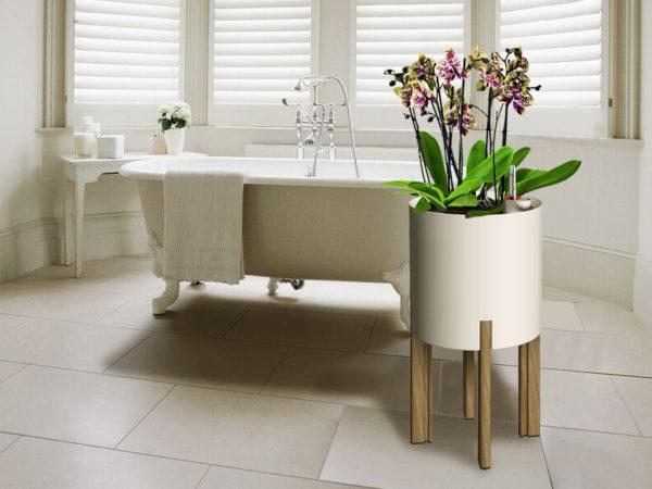 Kastmissüsteemiga taimepott valge ümar alumiinium puit jalgadega